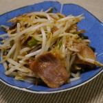 もやしの肉炒め〜冷凍肉+余った野菜でできる簡単手抜き料理!